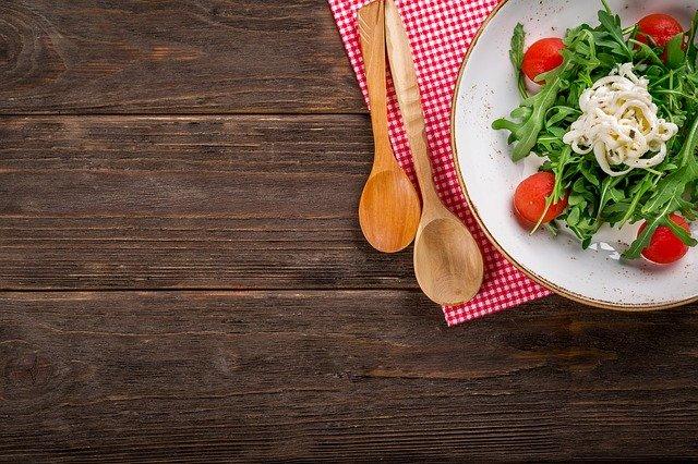 Zdrowa kolacja, czyli co warto zjeść wieczorem, aby dobrze spać?