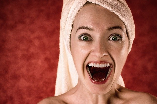 protezy zębowe mocowane na stałe